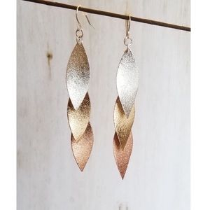 ✨COMING SOON✨NEW! CHIC TRI-COLOR TEXTURED EARRINGS